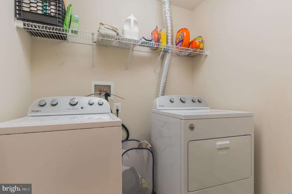 2nd Level convenient laundry w/new washer/dryer - 23081 PECOS LN, BRAMBLETON