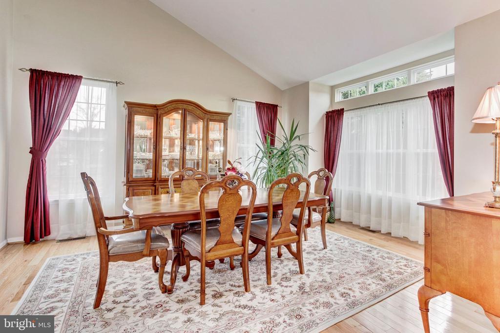 Formal dining room - 43304 DRESSMAKER LN, CHANTILLY