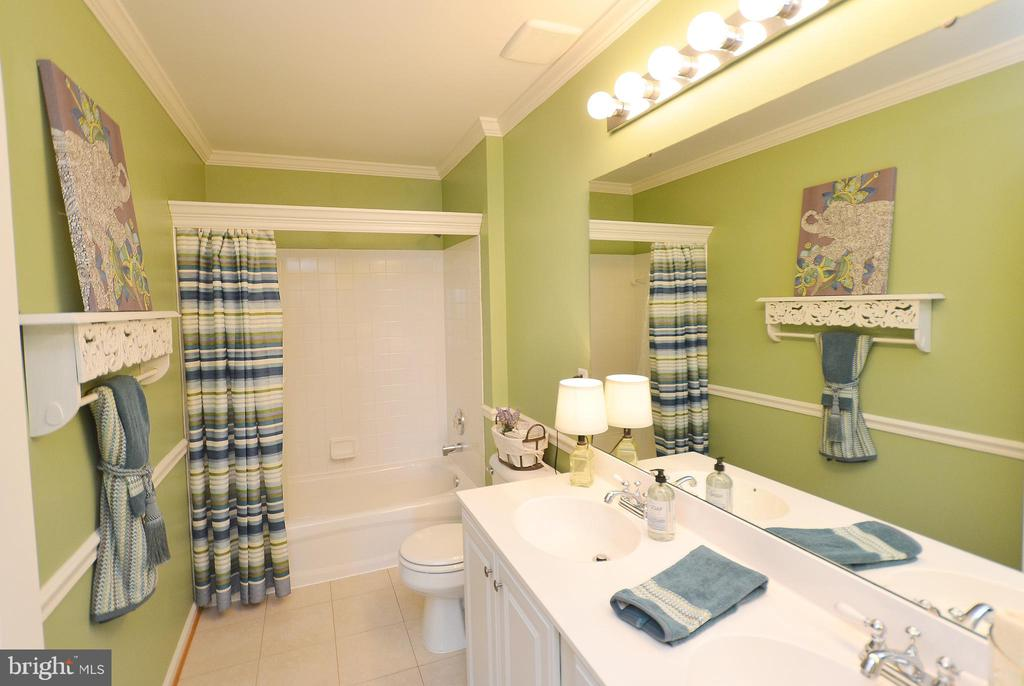 Hall Bath - 18707 DRUMMOND PL, LEESBURG