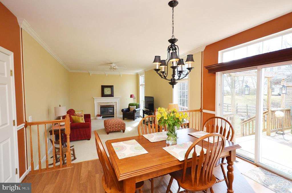 Kitchen dining space with access to the deck - 18707 DRUMMOND PL, LEESBURG