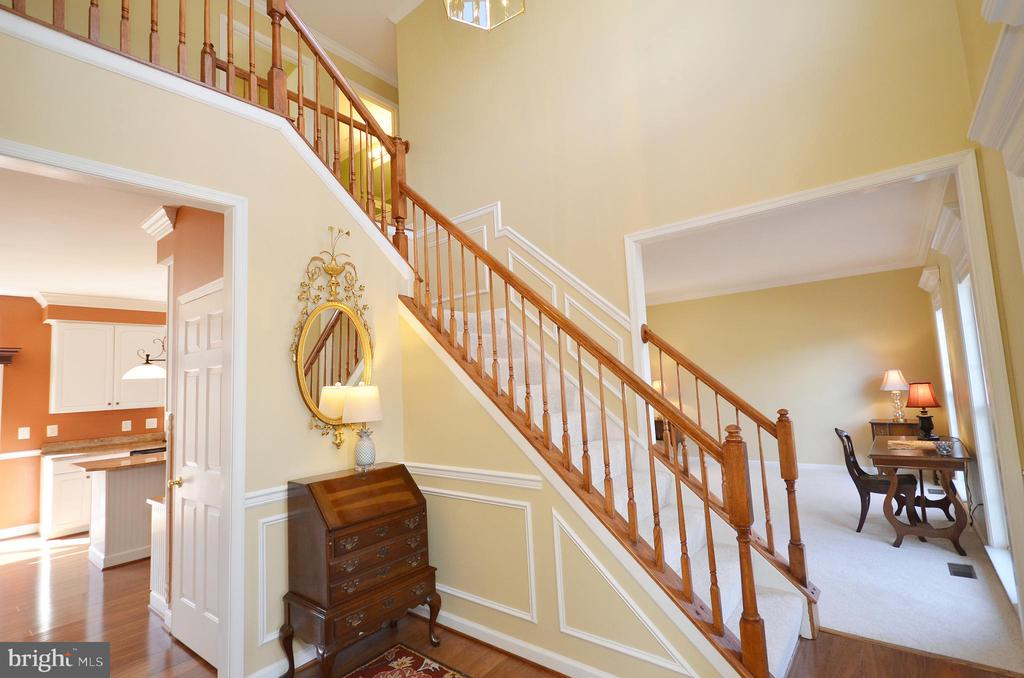 Welcome home to an inviting two story foyer - 18707 DRUMMOND PL, LEESBURG