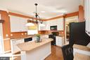Kitchen island - 18707 DRUMMOND PL, LEESBURG
