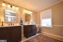 Master En-suite updated with dual vanities - 18707 DRUMMOND PL, LEESBURG
