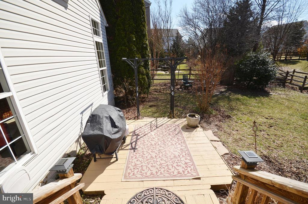 Patio off main deck - 18707 DRUMMOND PL, LEESBURG