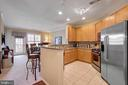 Gourmet kitchen with custom breakfast bar - 815 BRANCH DR #405, HERNDON