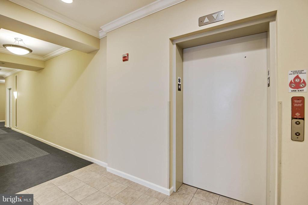 Elevator building - 815 BRANCH DR #405, HERNDON
