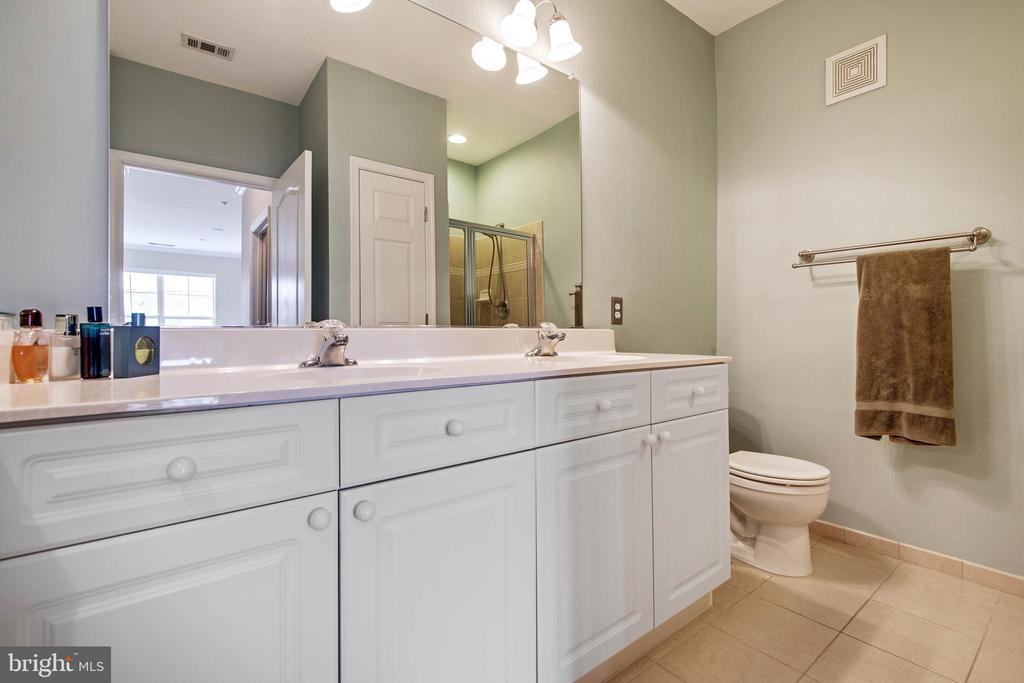 Master Bath has double sink - 815 BRANCH DR #405, HERNDON