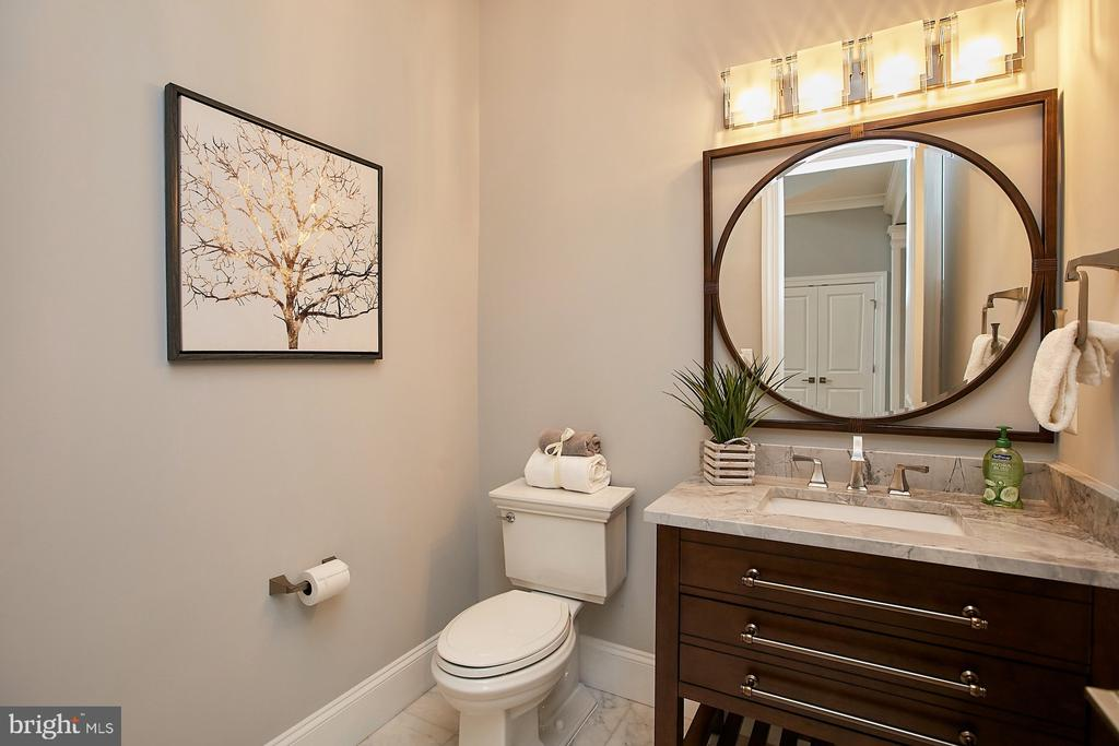 main level half bath - 2301 PROVIDENCE ST, FALLS CHURCH