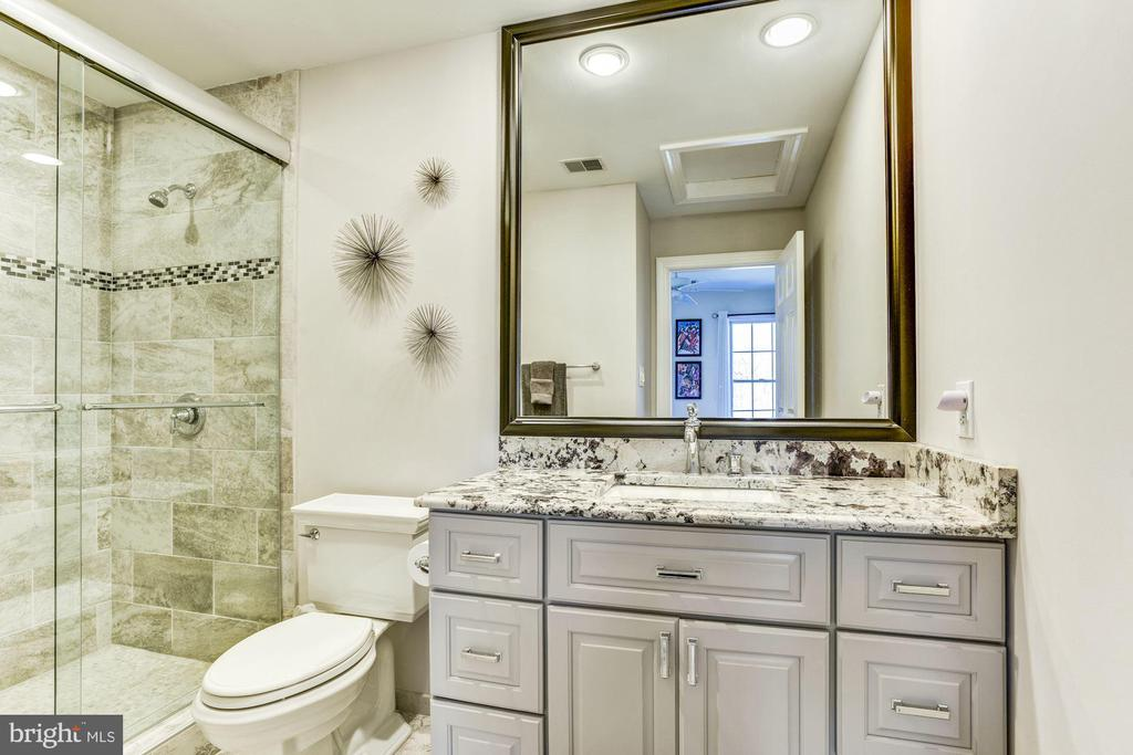 Private Bath - 9709 BROOKSTONE LN, VIENNA
