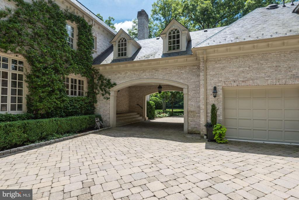 Breezeway - 696 BUCKS LN, GREAT FALLS