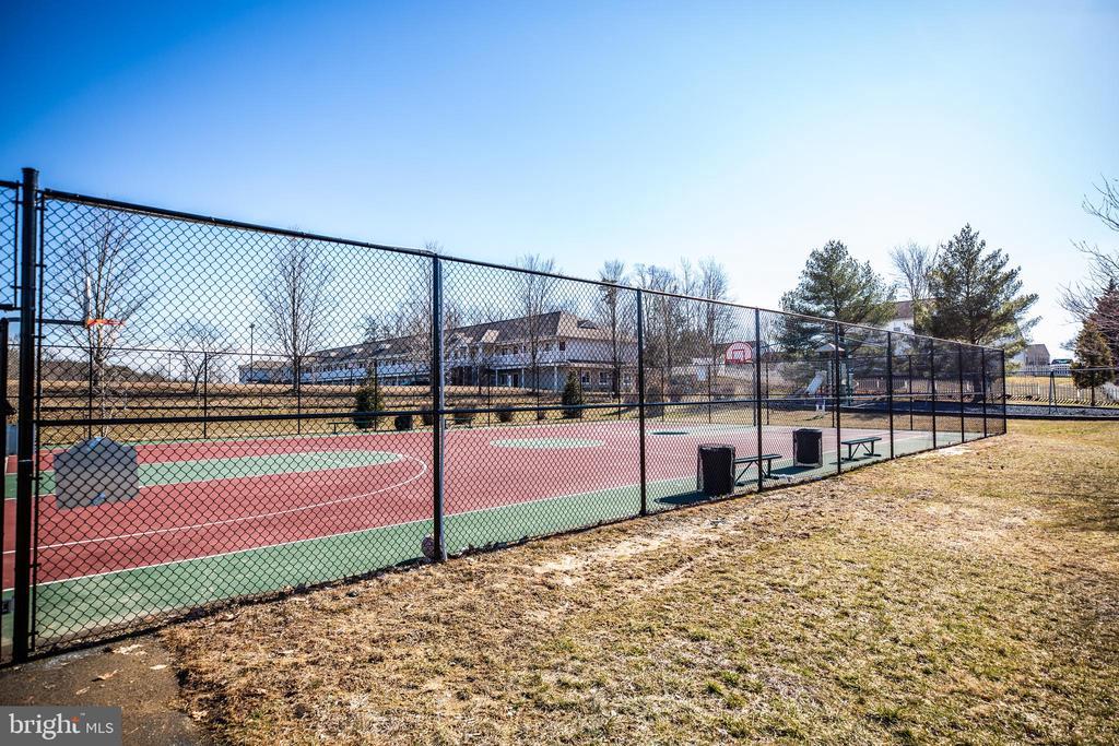 ...tennis courts, basketball courts... - 60 IVY SPRING LN, FREDERICKSBURG