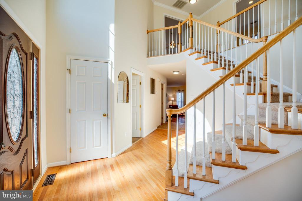Fantastic two-story foyer with beautiful hardwoods - 5 KLINE CT, STAFFORD
