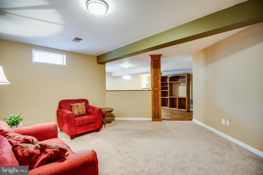 Second family  or den ...possibilities are endless - 5 KLINE CT, STAFFORD