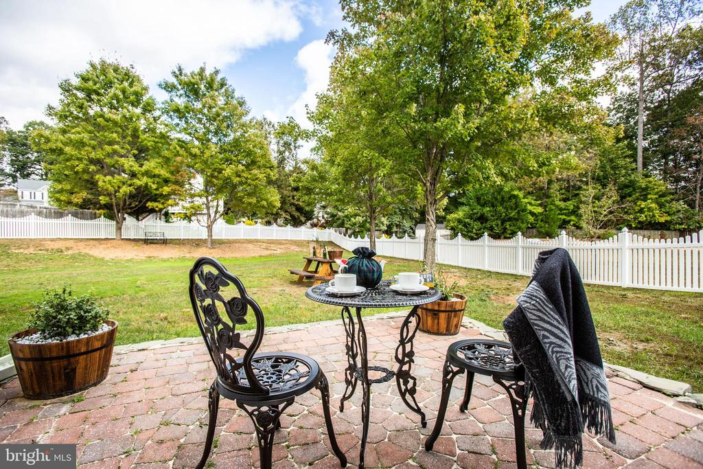 Cobblestone patio overlooks the flat, fenced yard - 5 KLINE CT, STAFFORD