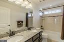 Double sinks and granite countertop - 3344 SOARING CIR, WOODBRIDGE