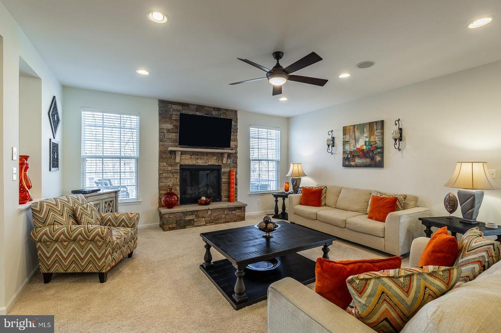 Family room with gas fireplace - 3344 SOARING CIR, WOODBRIDGE