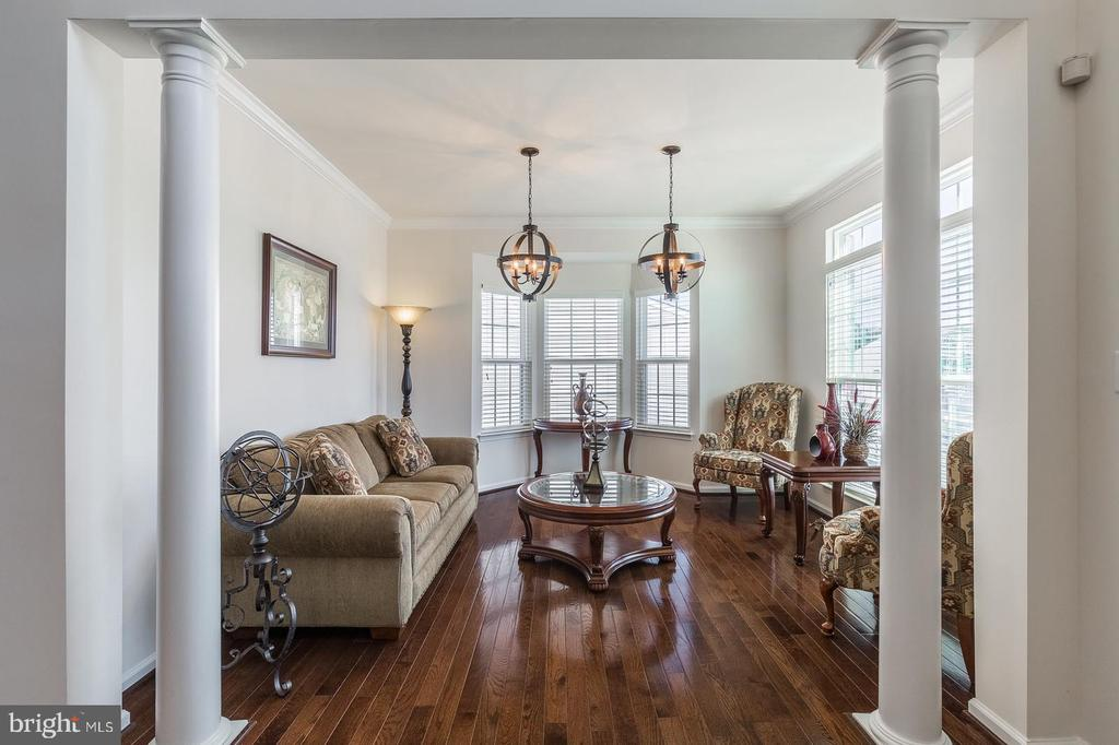 Living room with plenty of space to relax and enjo - 3344 SOARING CIR, WOODBRIDGE