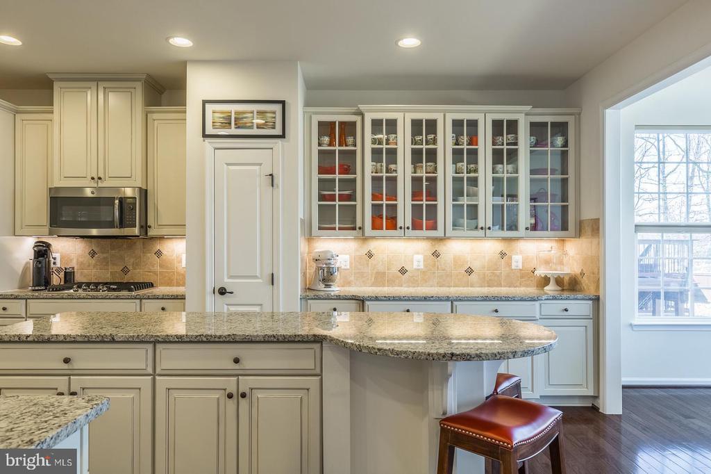 Beautiful kitchen with plenty of room to cook - 3344 SOARING CIR, WOODBRIDGE