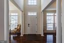 Upgraded hardwood floors and plenty of light - 3344 SOARING CIR, WOODBRIDGE
