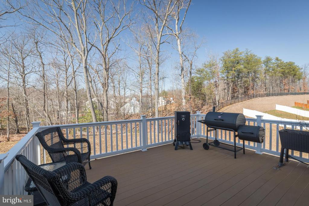 Trex deck with a peaceful view of the trees - 3344 SOARING CIR, WOODBRIDGE