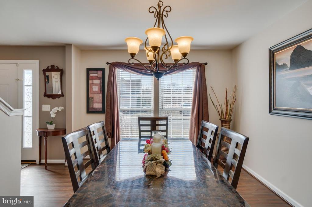 Bright Natural Lighting - 6105 MCCARTHY DR, KING GEORGE