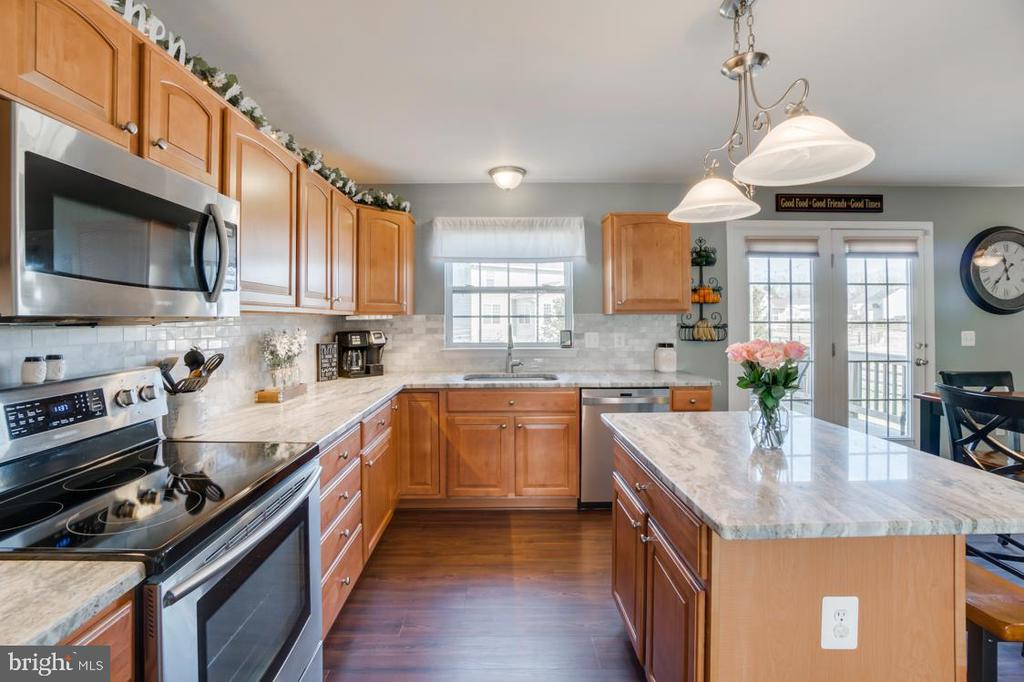 NEW Fantasy Brown Granite Countertops - 6105 MCCARTHY DR, KING GEORGE