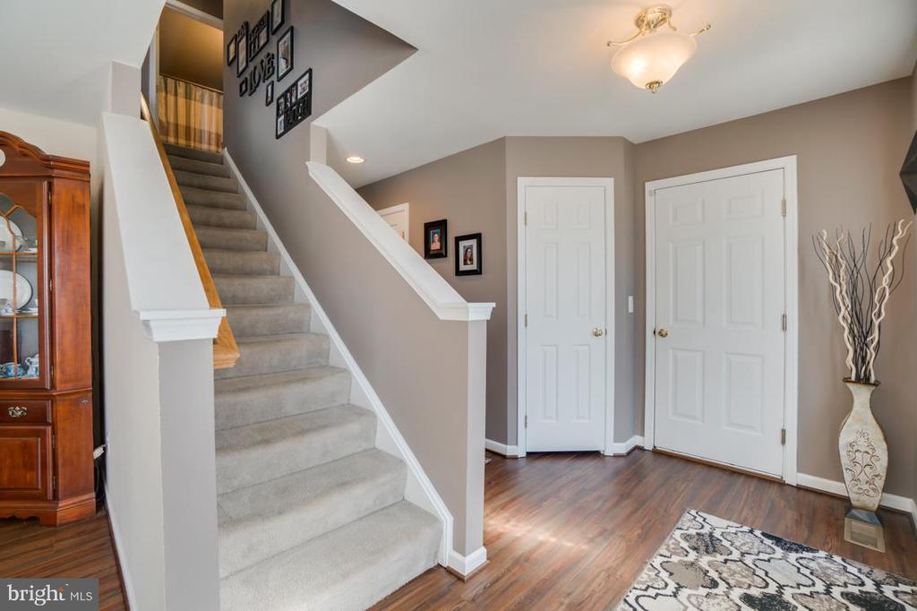 Carpeted Stairs and Upper Level - 6105 MCCARTHY DR, KING GEORGE