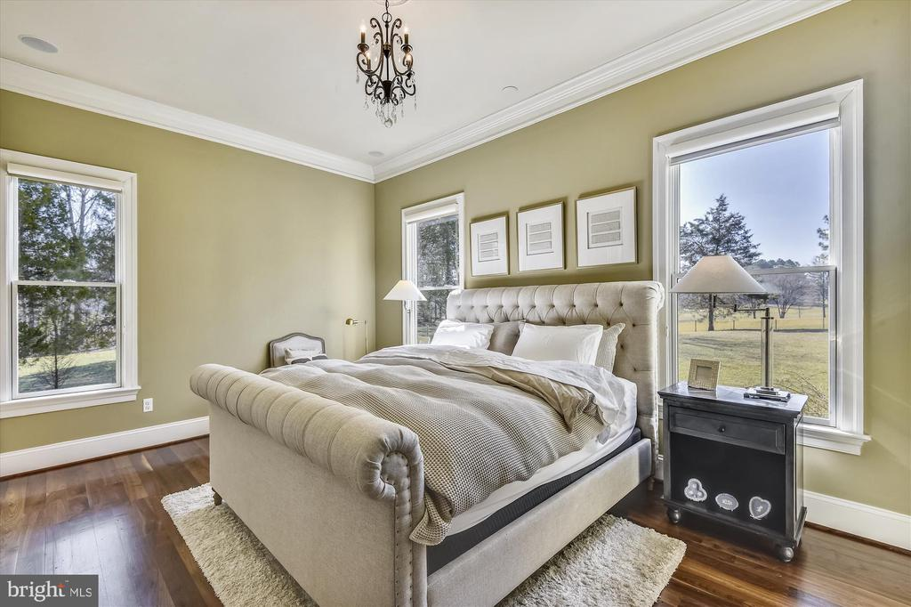 En-Suite Bedroom on Main Level - 9801 BEACH MILL RD, GREAT FALLS