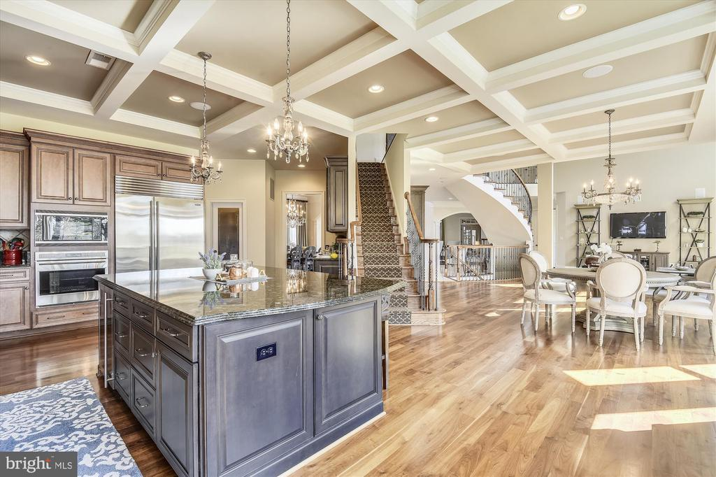 Kitchen opens to family room and breakfast room - 9801 BEACH MILL RD, GREAT FALLS