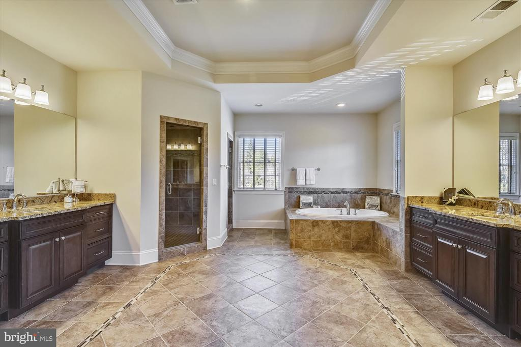 Master Bathroom with dual vanities - 9801 BEACH MILL RD, GREAT FALLS