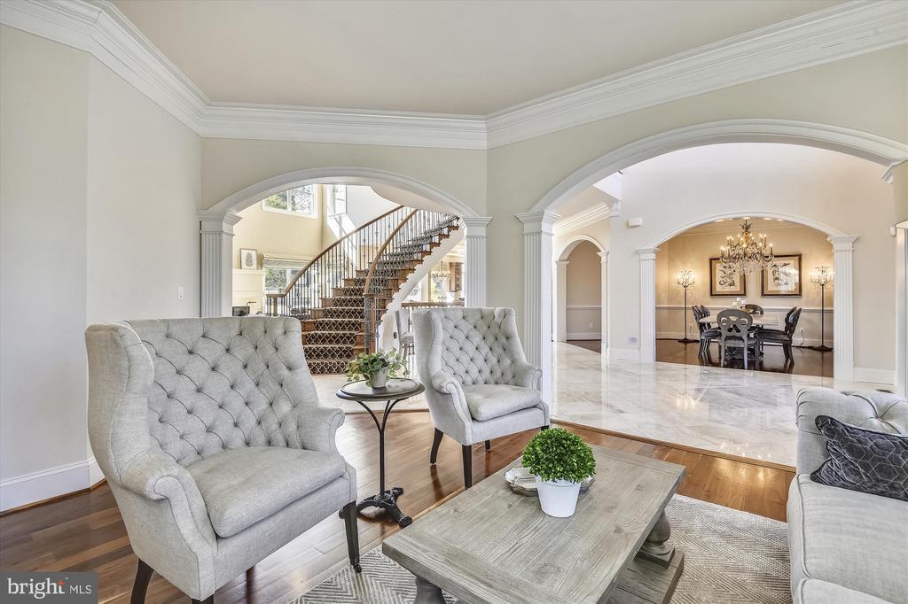 Living Room - 9801 BEACH MILL RD, GREAT FALLS