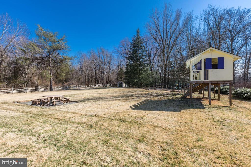 - 19580 YOUNGS CLIFF RD, STERLING