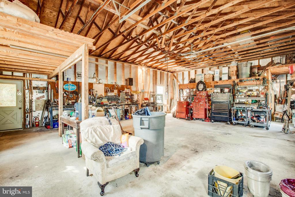 Large Garage with work shop - 61 AQUIA CREEK, STAFFORD