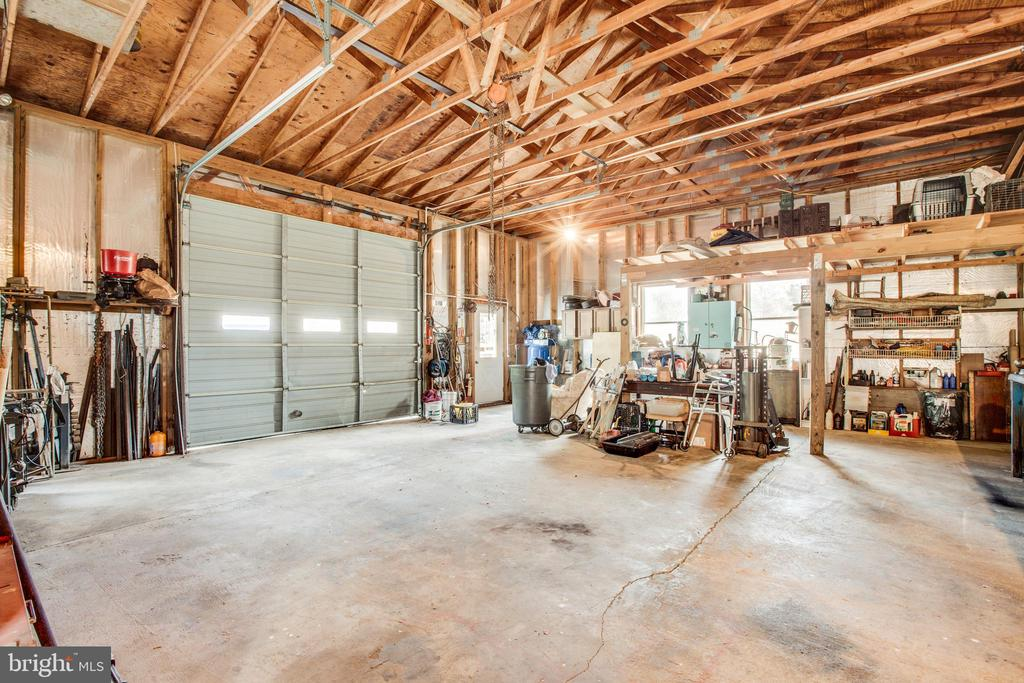 Large Garage with 3 bays - 61 AQUIA CREEK, STAFFORD