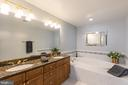 Large soaking tub & double vanity - 1555 N COLONIAL TER #501, ARLINGTON