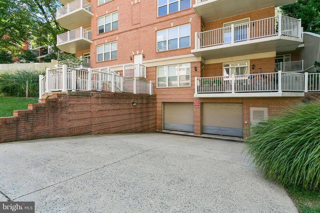 Secured garage access - 1555 N COLONIAL TER #501, ARLINGTON