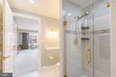 Luxurious bathroom - 1555 N COLONIAL TER #501, ARLINGTON