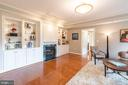 Custom built ins - 1555 N COLONIAL TER #501, ARLINGTON