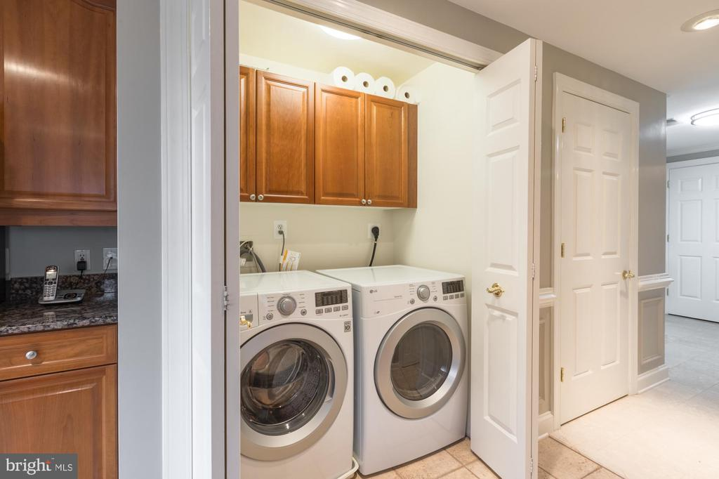 Washer/Dryer in unit - 1555 N COLONIAL TER #501, ARLINGTON