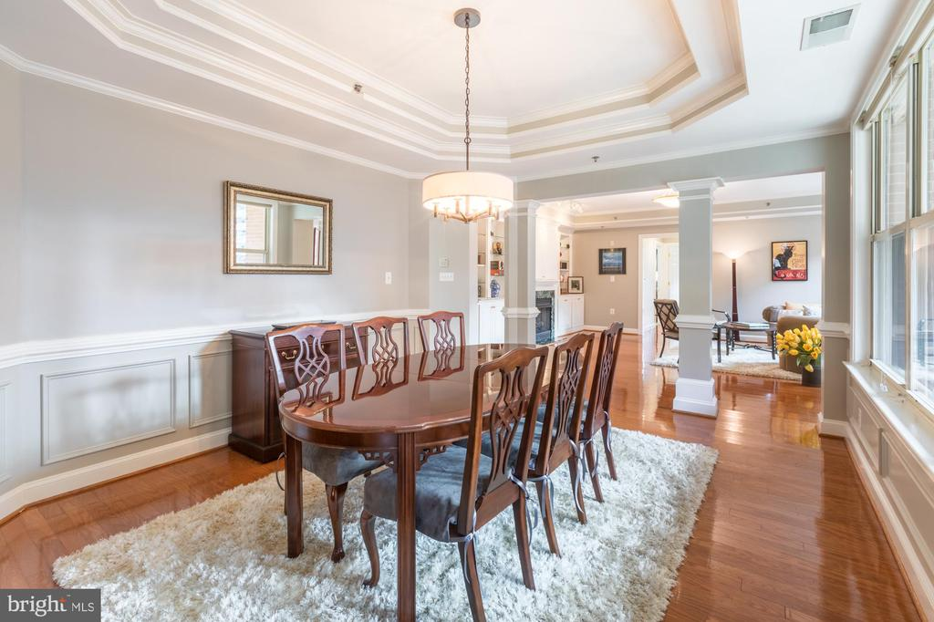 Upgraded wainscotting and fresh paint - 1555 N COLONIAL TER #501, ARLINGTON