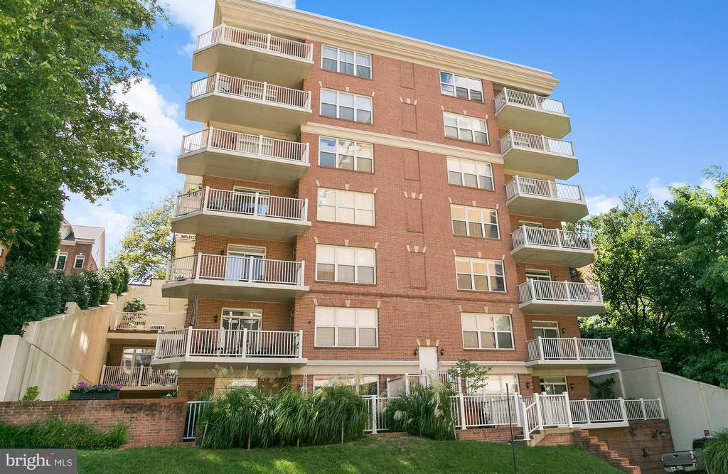 High end building w/ small community feel - 1555 N COLONIAL TER #501, ARLINGTON