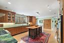 Great work space island and kitchen pantry - 43470 EVANS POND RD, LEESBURG