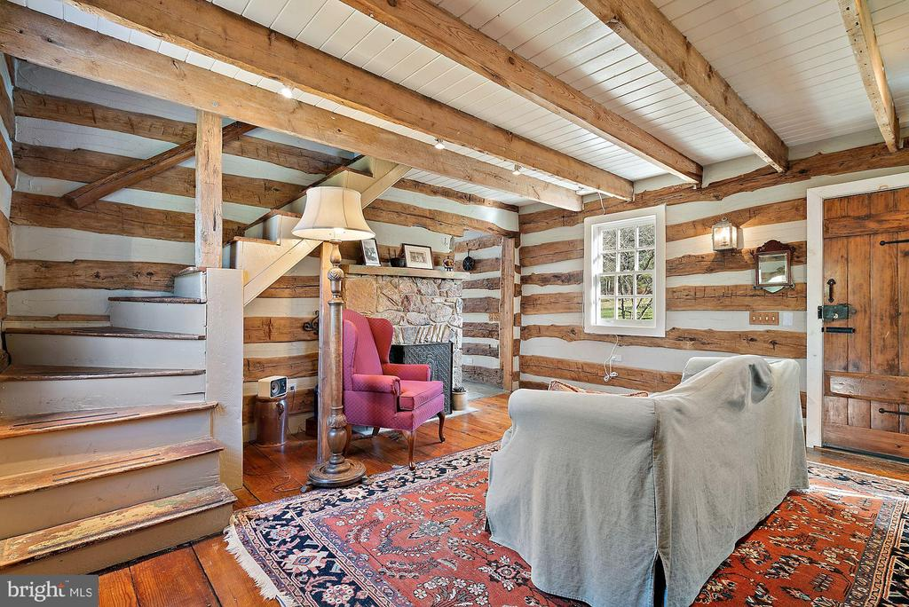 Exposed beams, staircase to bedroom level - 43470 EVANS POND RD, LEESBURG