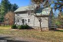 2BR with loft , 1 Bath  Historic Log House - 43470 EVANS POND RD, LEESBURG