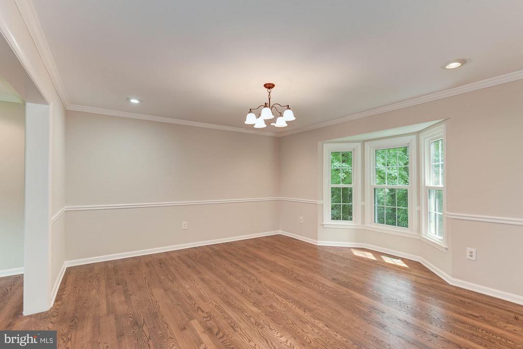 Dining Room ft. Bay Windows w/ Greenery Views - 8205 COLLINGWOOD CT, ALEXANDRIA