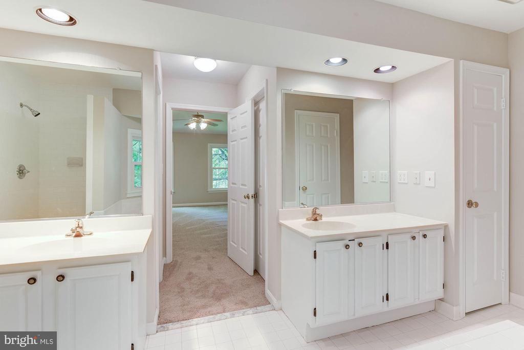 Double Vanities in Master Bath - 8205 COLLINGWOOD CT, ALEXANDRIA