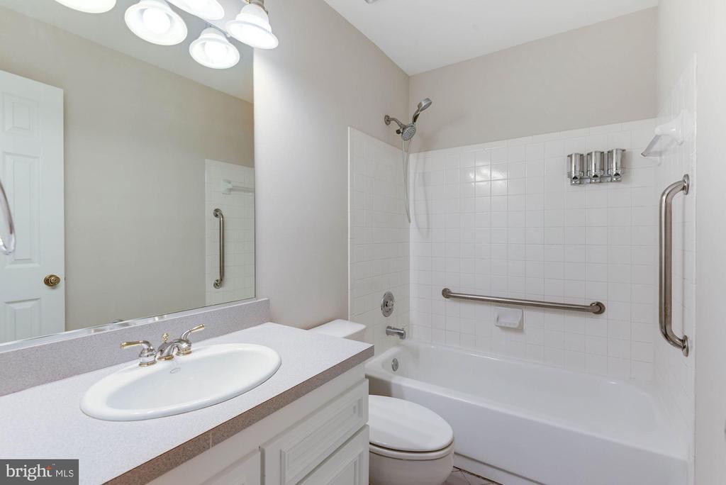Full Hall Bath on Upper Level - 8205 COLLINGWOOD CT, ALEXANDRIA