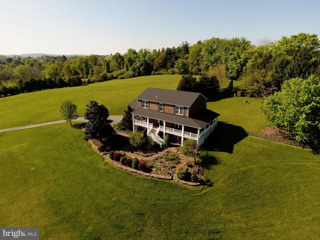 Secluded and private - 39520 SWEETFERN LN, LOVETTSVILLE