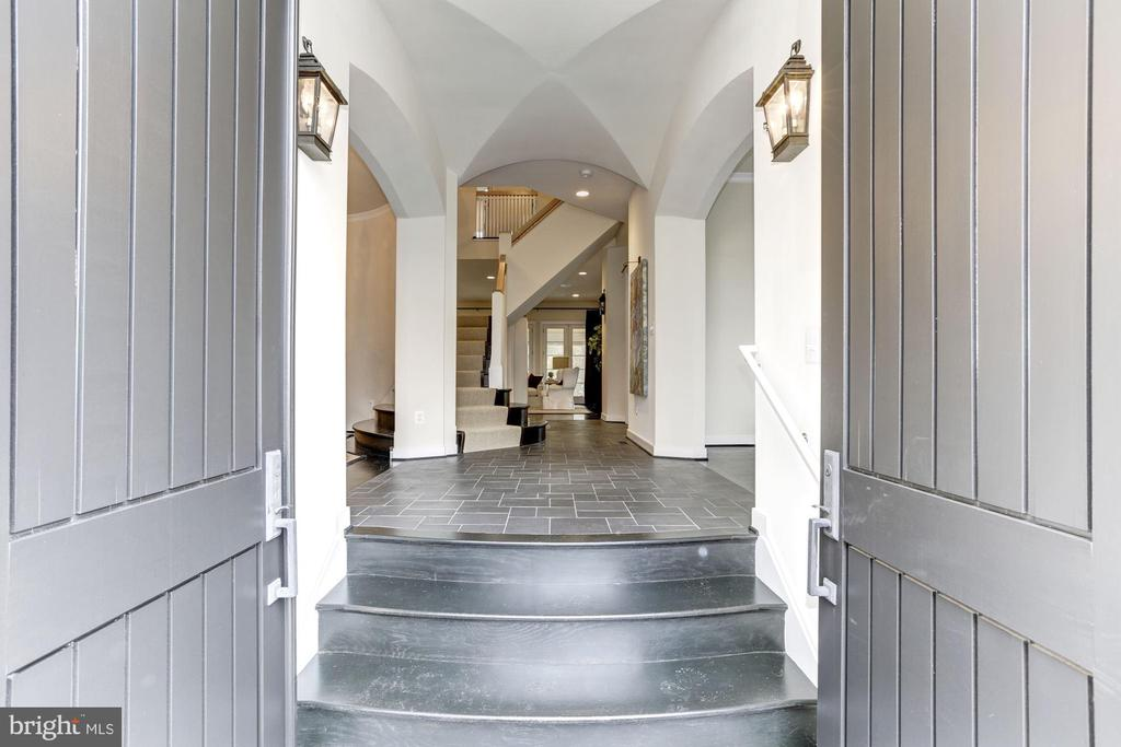 Front entry thru over-sized arched mahogany doors - 208 MCHENRY ST SE, VIENNA