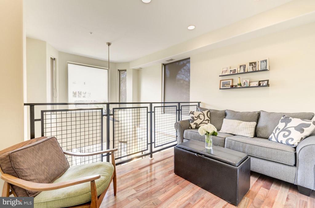 Loft: Bonus Space to Turn Into Home Office! - 1811 3RD ST NE #1, WASHINGTON